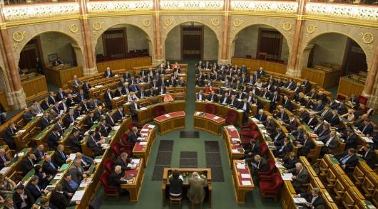 Elfogadták a kormány adócsökkentő csomagját