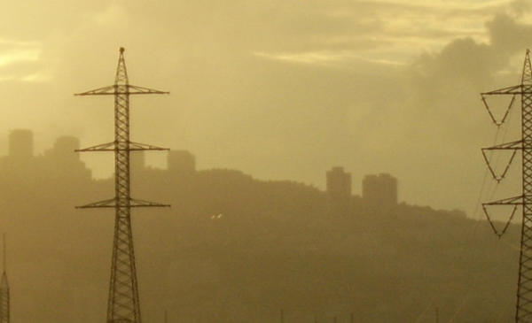 600x365_smog-and-electric-lines