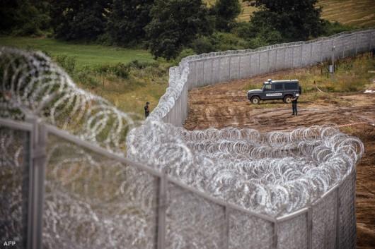 Falat épít a határára Törökország