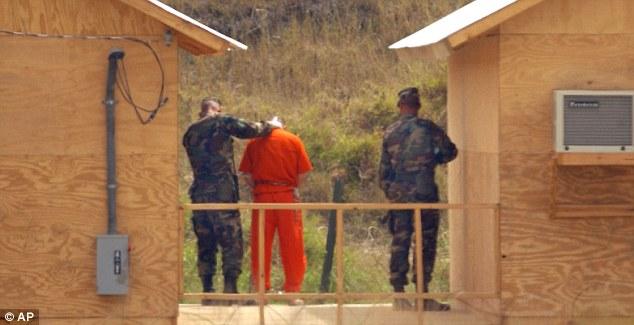 Brutálisan kínozták a foglyokat