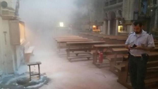 Felgyújtott egy olasz templomot