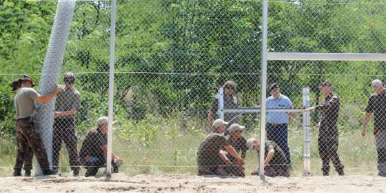 Szlovénia is kerítést épít a horvát határra