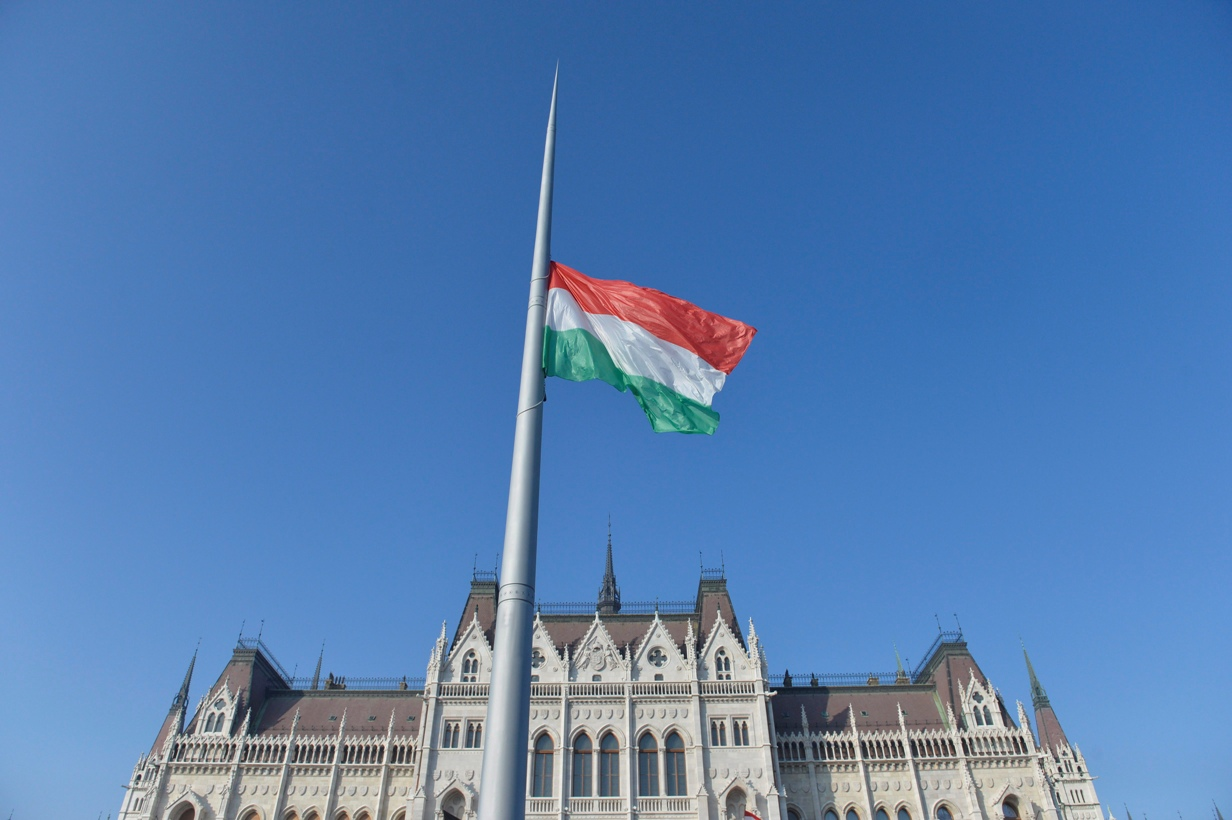 Nemzeti Gyásznapot rendelt el a kormány hétfőre