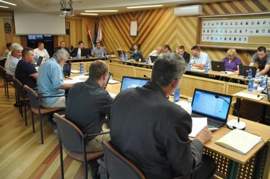 Újabb csatornázás, sporttámogatások, fitneszparkok, óvodai csoportok–ülésezett a képviselő-testület