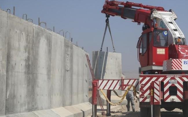 900 kilométer hosszú betonfalat épít Törökország